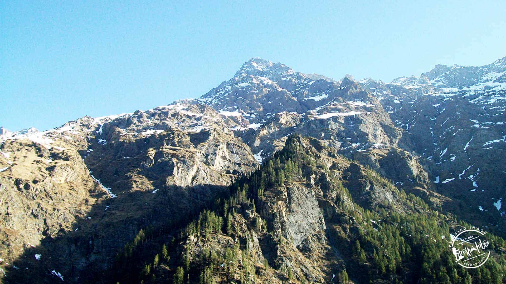 snow covered peaks above Kheerganga hot spring