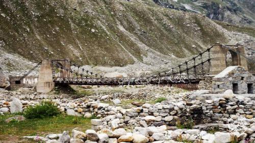 Bridge en-route Hamta Pass